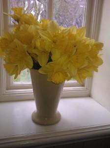 Visst gör det ont när knoppar brister. Varför skulle annars våren tveka?