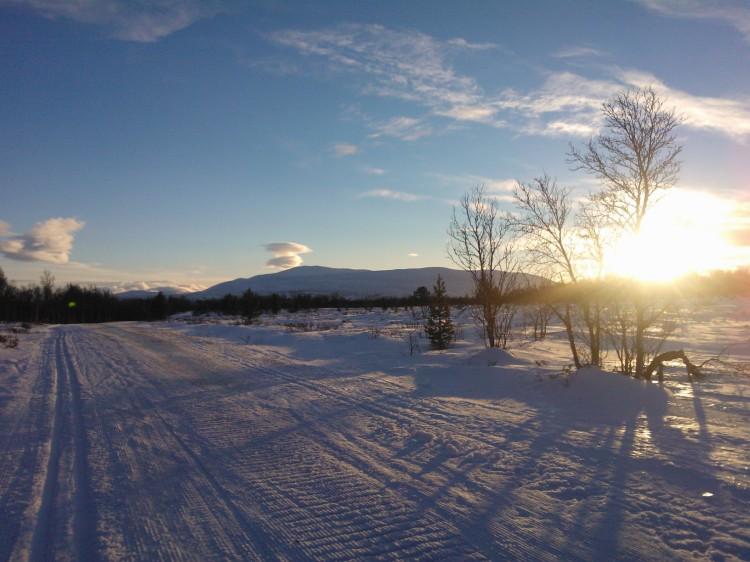 Skitur i soloppgang